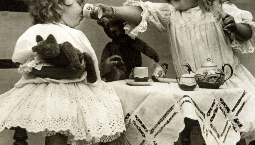 Cómo exhibir los juegos de té antiguos