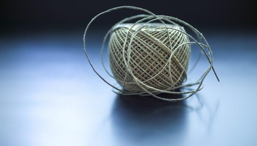 Cómo hacer un brazalete con cordón de atado