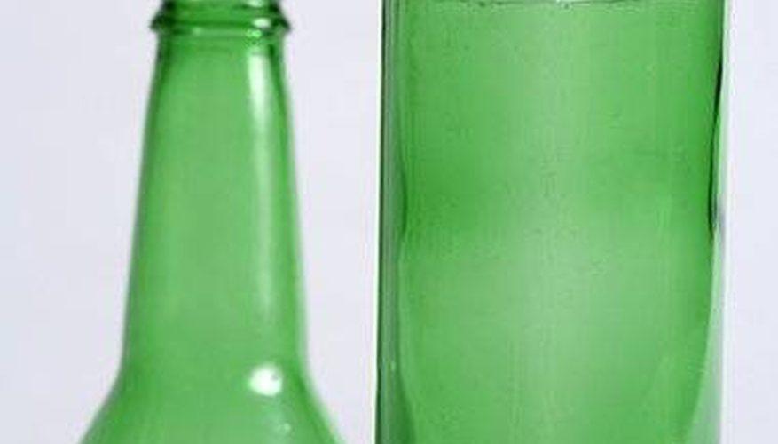 Cómo cortar una botella de vidrio con una cuerda