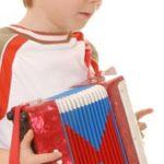 ¿Cómo tocar el acordeón de juguete?