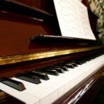 Cómo reproducir canciones en un teclado con letras