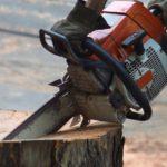 Cómo reemplazar la cuerda de arranque de una motosierra de cadena Stihl