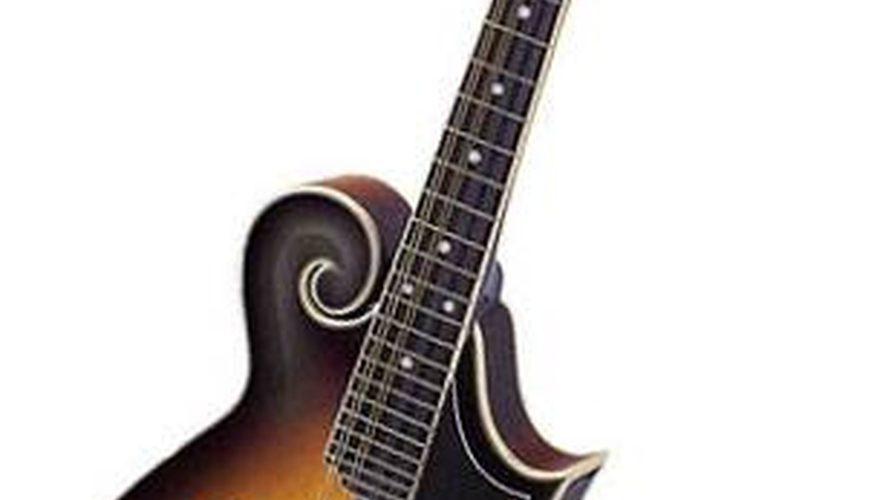 """Cómo ponerle una correa a una mandolina estilo """"A"""", """"F"""" o """"T"""
