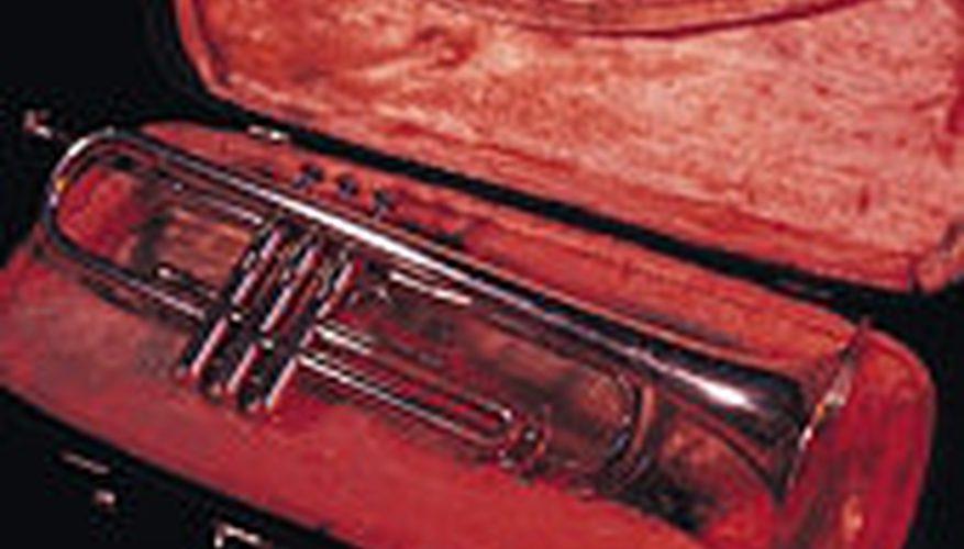 Cómo usar las diapositivas de afinación en una trompeta