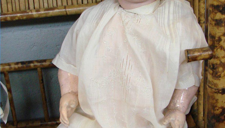 Cómo limpiar una muñeca de porcelana antigua