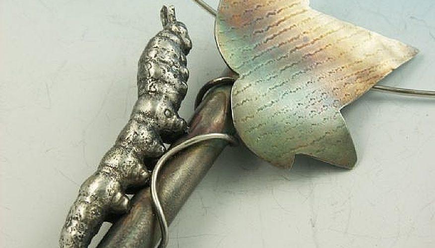 Cómo limpiar piezas fundidas de joyería