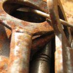 ¿Cómo limpiar el óxido de las llaves antiguas?