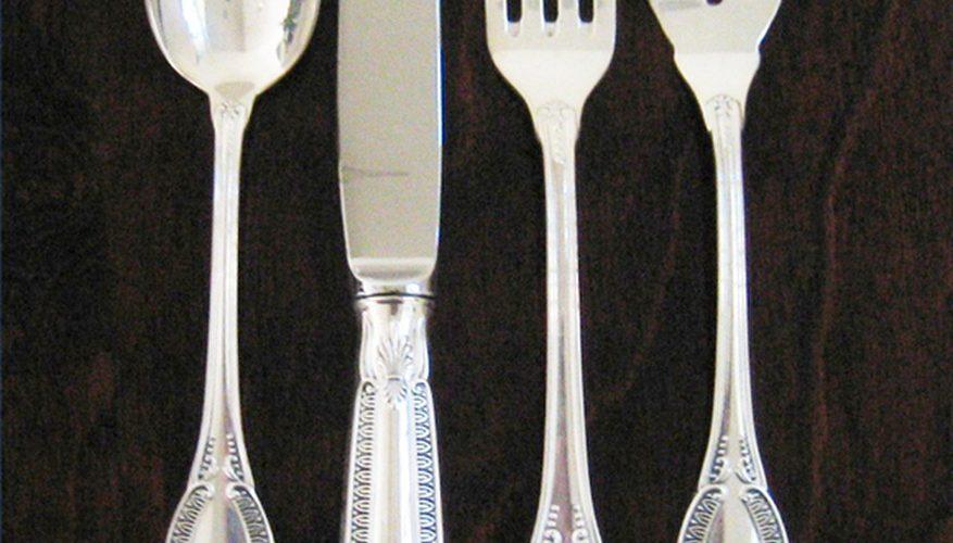 Cómo identificar los cubiertos de plata esterlina clásicos