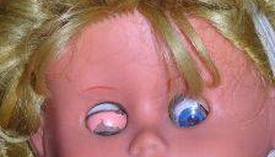 Cómo restaurar el cabello de la muñeca de porcelana