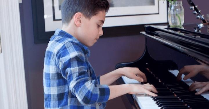 3 razones por las que su hijo debería tomar lecciones de piano