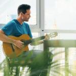 5 consejos para aprender a tocar la guitarra en la edad adulta