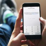 Cómo configurar la verificación de dos pasos en WhatsApp para iPhone