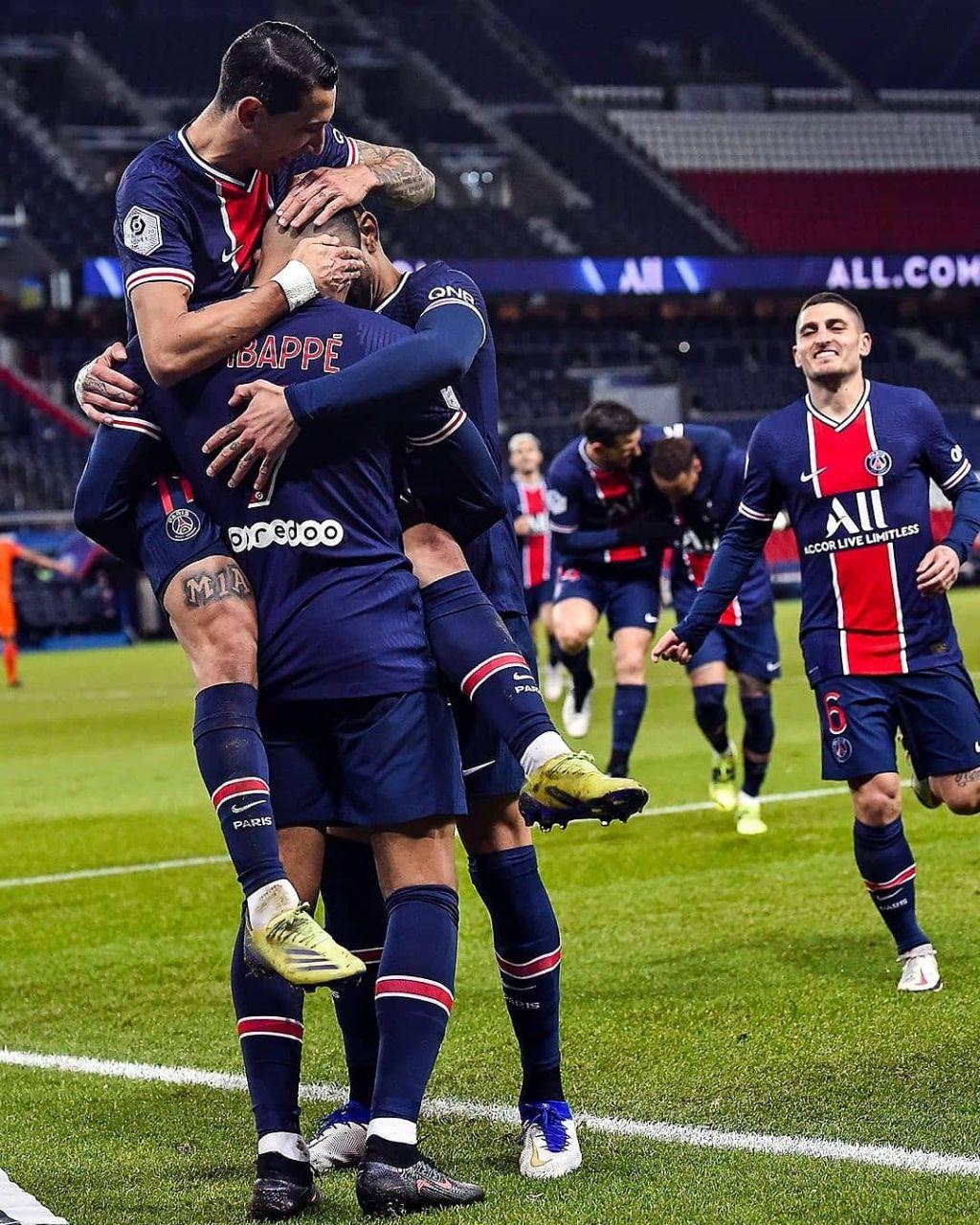 Los jugadores del PSG celebran