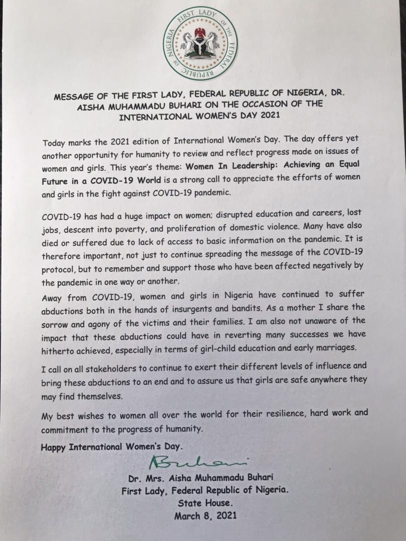 Aisha Buhari rompe su silencio deseando a las mujeres nigerianas una mujer internacional feliz