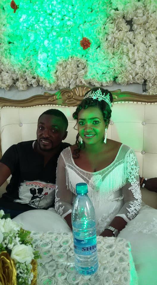 """""""Las opiniones sobre mi atuendo simple no definen cómo sería nuestra boda"""", dice el nigeriano que usó jeans y una camisa Dashiki en su boda."""
