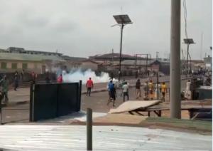 Cristianos y musulmanes chocan mientras el estado de Kwara reabre las escuelas (videos)