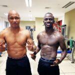 Los fanáticos del Liverpool explotan el Hadji Diouf mientras Sadio Mane publica una foto sin camisa en el gimnasio