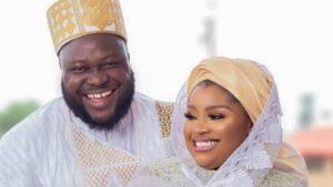 La actriz de Nollywood Olatoun Olanrewaju conocida como Omo Mose da la bienvenida a su primer hijo