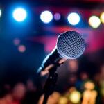 Las 20 canciones de karaoke más fáciles de cantar